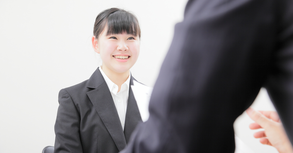 就活生を伸ばすには「褒める」「叱る」をどう使い分けるか