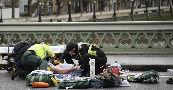 ロンドン襲撃事件、死者4人に 犯人は射殺