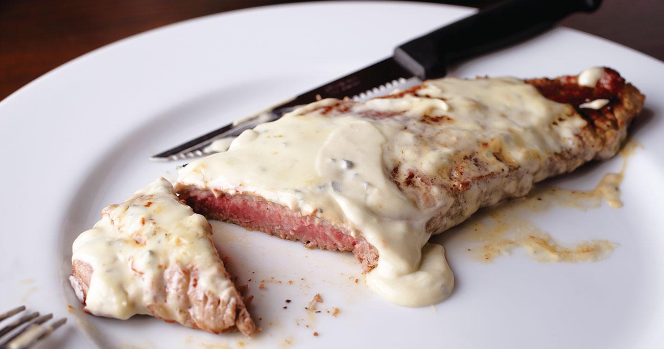 伝説の家政婦・志麻さんが語るうっとりするビストロ料理「ステーキ・ブルーチーズソース」