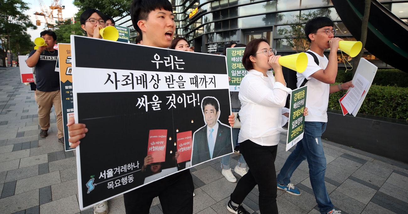 日本が韓国向け半導体材料の輸出規制を強化したことに対し、ソウルでは抗議デモもあった Photo:YONHAP NEW
