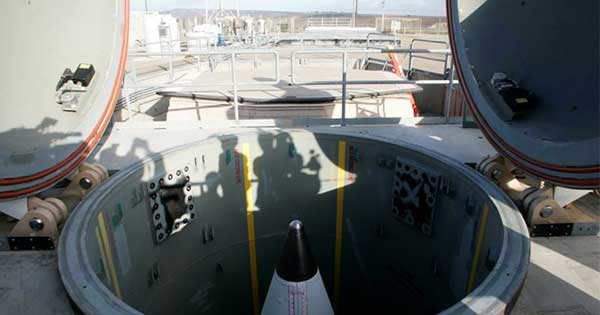 米核戦略にICBMは必要か、専門家から疑問の声