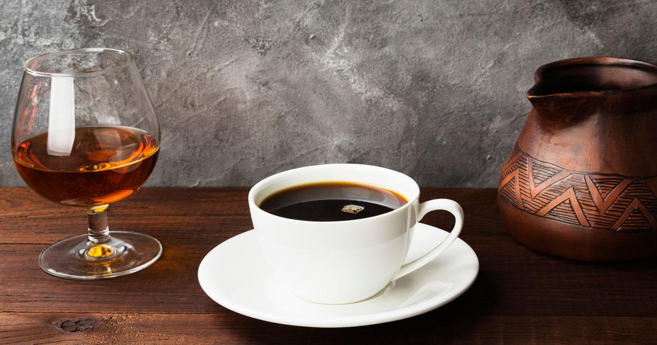 お酒とコーヒーはやはり体に悪い!?「適量」は想像以上に少ない