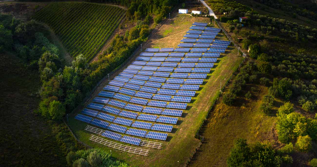 太陽光発電に2つの「足かせ」、国策課金と地方税で事業者は死屍累々?