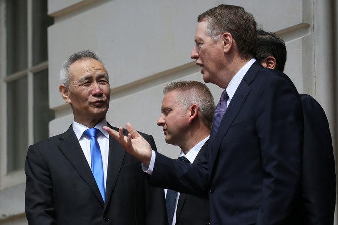 ワシントンでの米中通商協議 合意至らず交渉継続となった。劉鶴副首相(左)とロバート・ライトハイザー米国通商代表部(USTR)代表
