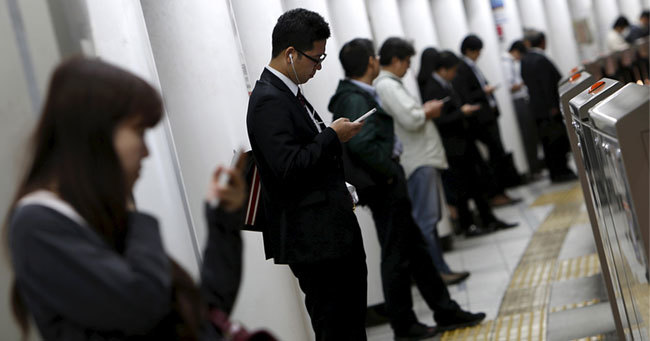厚生労働省が毎月勤労統計の不正調査を受け再集計した修正値を公表