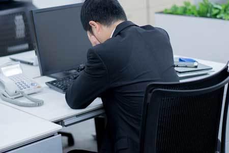 40代専門職が精神障害のリスクにさらされています