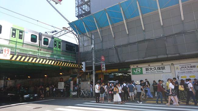 かつては音楽の街としても知られていた新大久保だが、いまや、韓国はじめ、さまざまな国の料理・文化も楽しめる街になっている