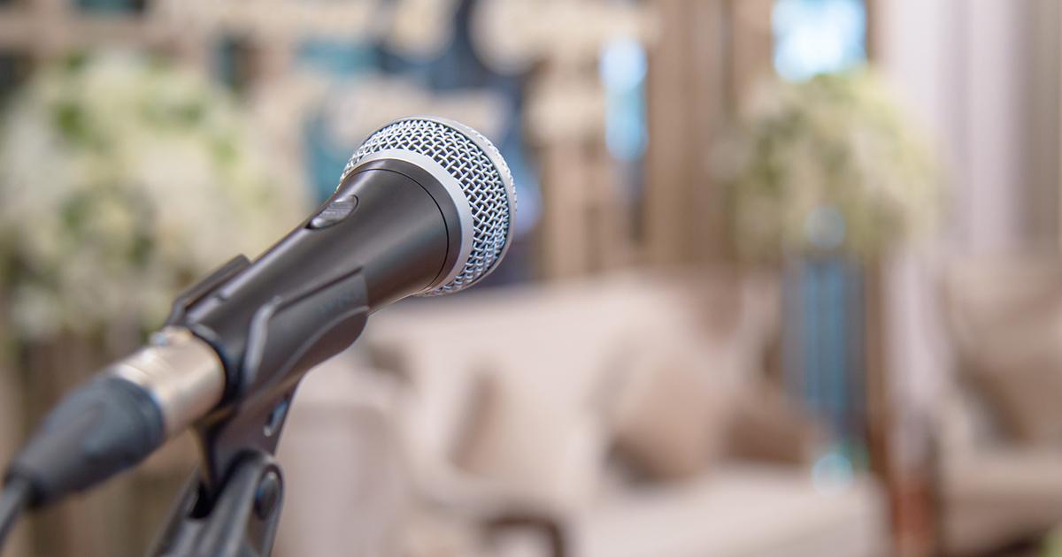 結婚式でスピーチを頼まれたら、まず何をすればいいのか?
