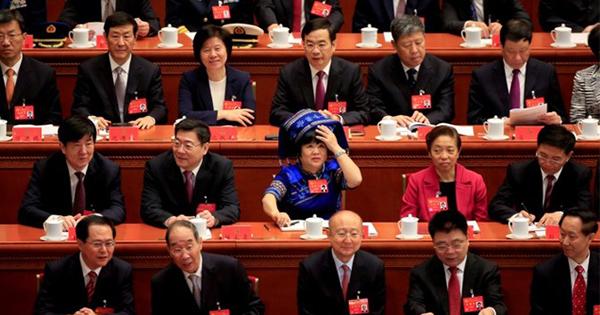 中国の厚い「ガラスの天井」、党中央政治局は女性1人