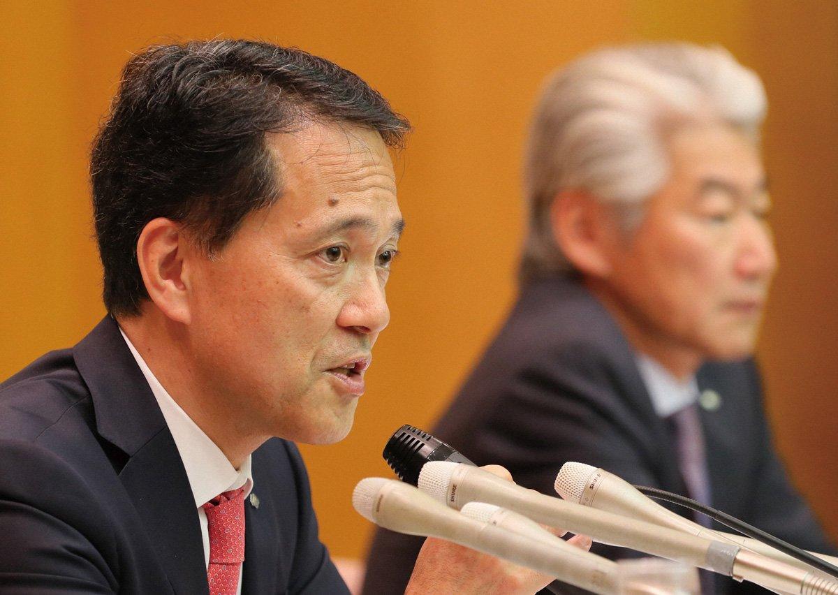 野村ホールディングス次期グループCEOの奥田健太郎氏(左)は、永井浩二氏の構造改革を引き継ぎ、野村を立