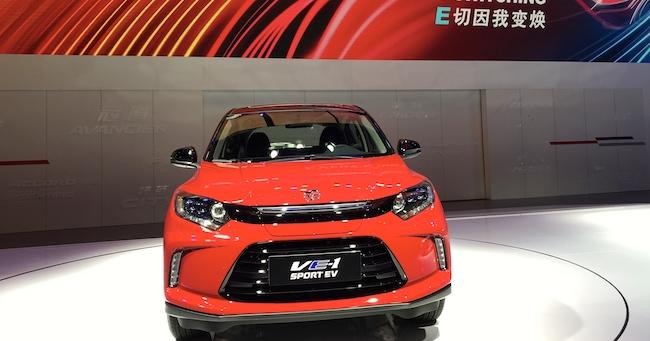 昨年11月、中国・広州モーターショーで世界初公開されたホンダの中国専用EV「理念VE-1」。EVシフトの動きは