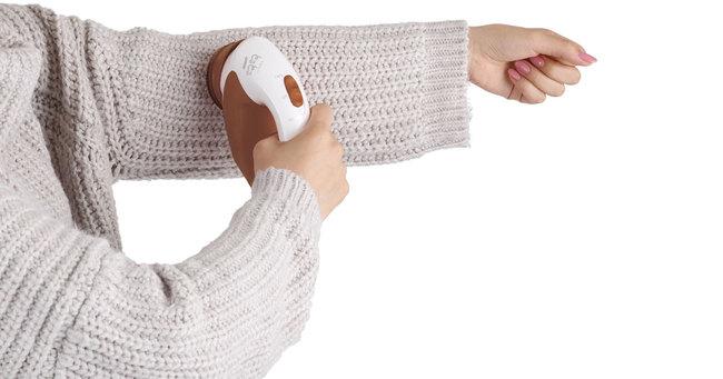 服を着たまま毛玉カットが可能な商品が人気です。