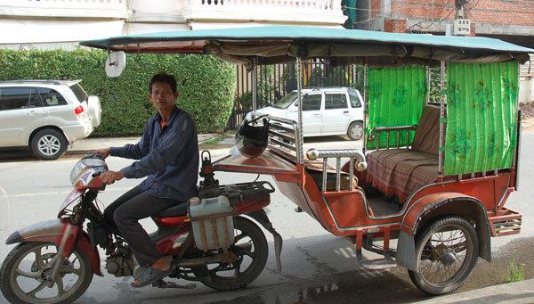 「トゥクトゥク カンボジア」の画像検索結果