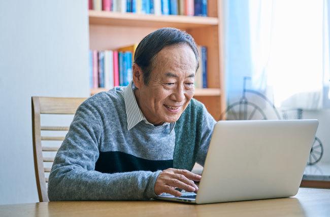 定年男性はどうしてパソコンの前で「お地蔵さん」化してしまうのか