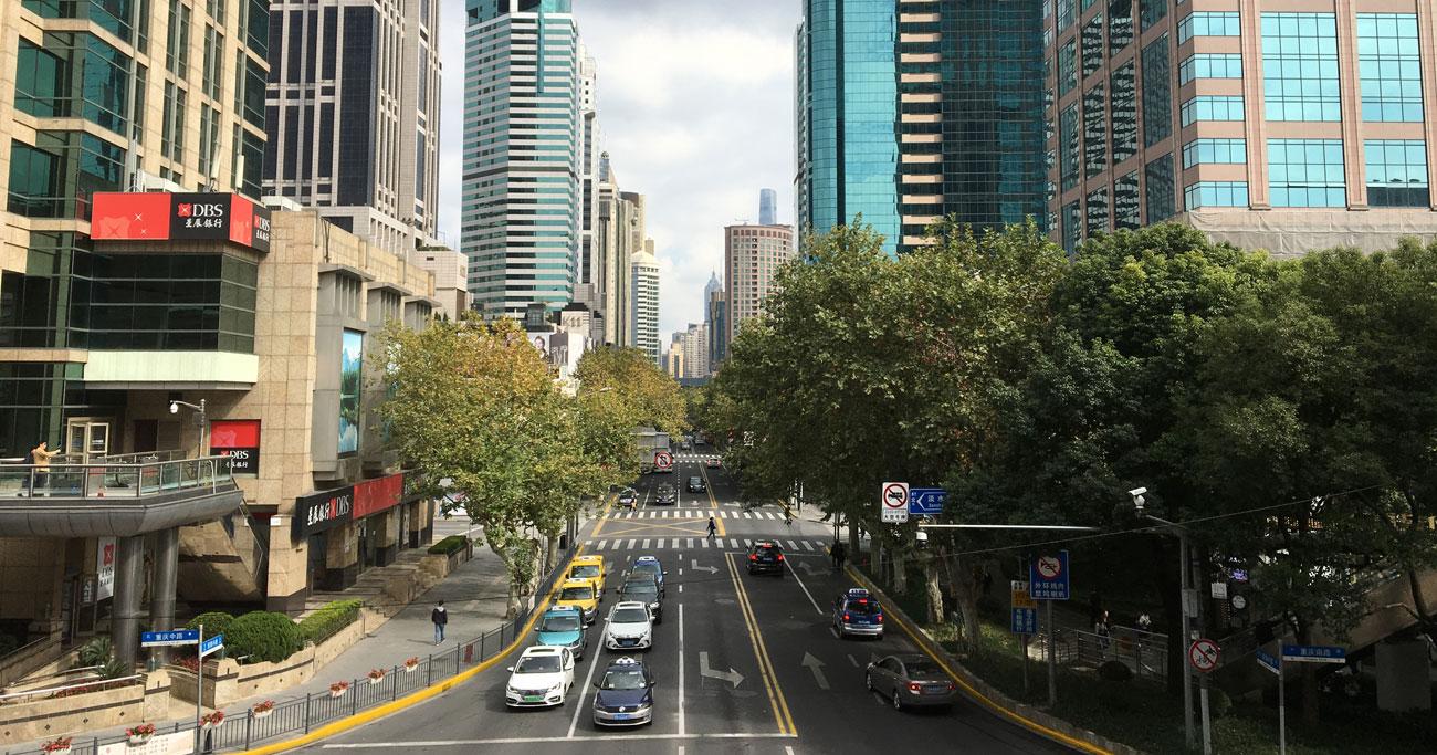 中国版ウーバー「滴滴」、急成長するも規制強化で「タクシー会社」に逆戻りか
