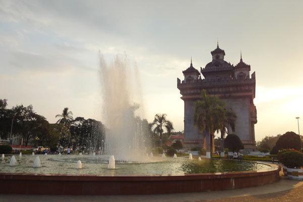 ASEANの田舎国・ラオス人口わずか639万人の有力産業とは?   橘玲×ZAi ...