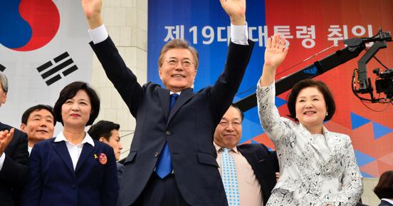 韓国文在寅政権、元駐韓大使が占う「不安だらけの船出」