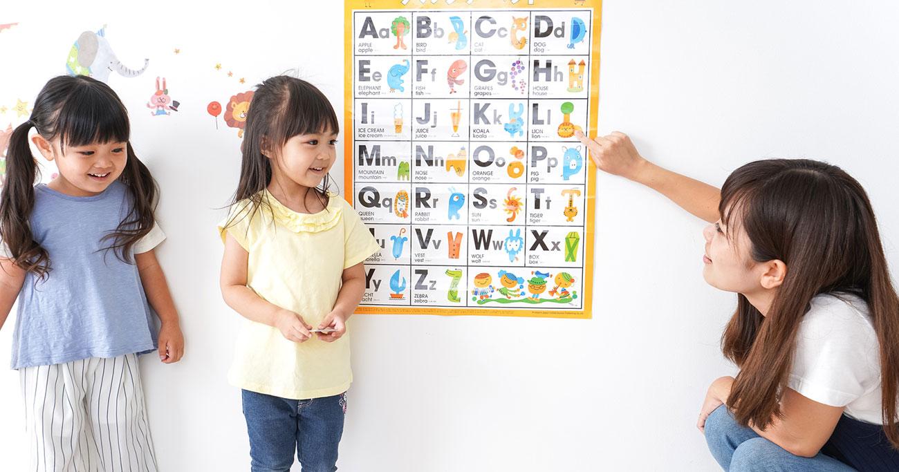 幼児期に外国語を学ばせたほうがいいですか?