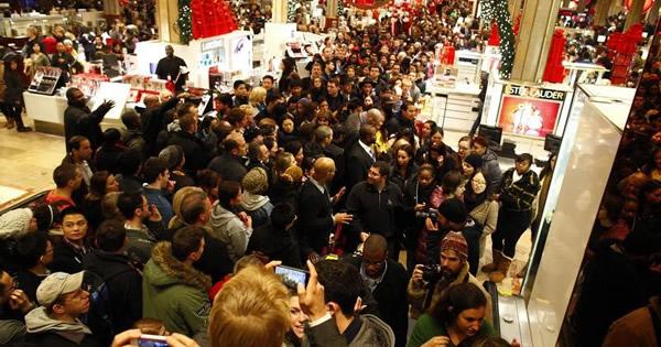 米百貨店、年末商戦控え在庫圧縮に躍起