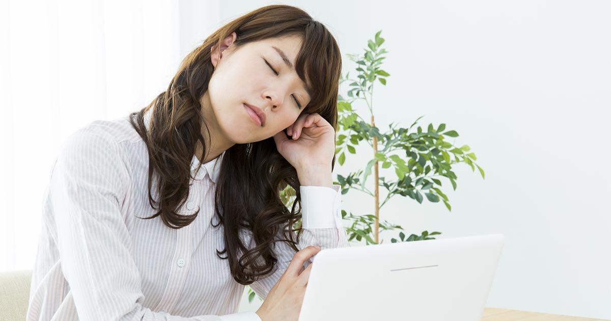 食後の強い眠気は前日の夕食の取り方が影響!?