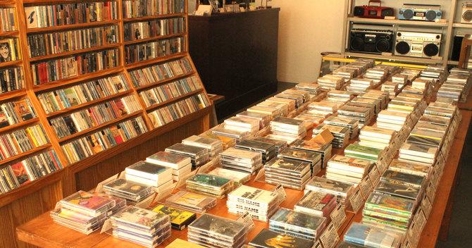 カセットテープ・アナログレコード専門店「waltz」(東京・中目黒)の店内