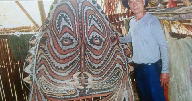 ニューギニアの奥地では、今なお精霊の存在を信じる人々が暮らしています。