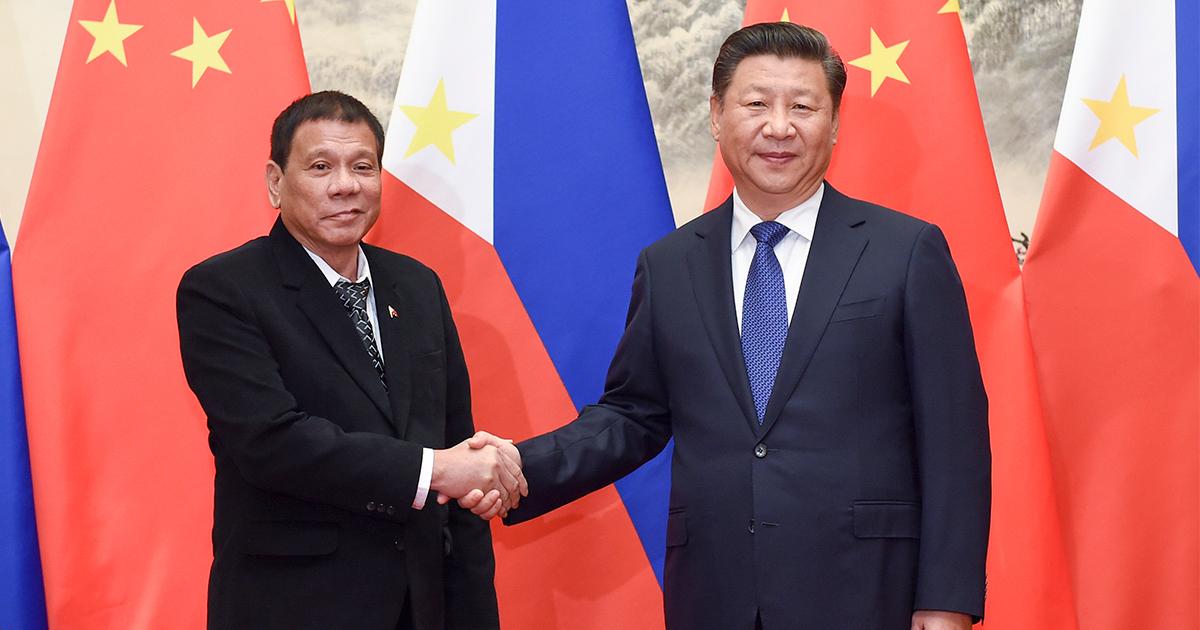"""比ドゥテルテ大統領は中国を本心から""""礼賛""""しているか"""
