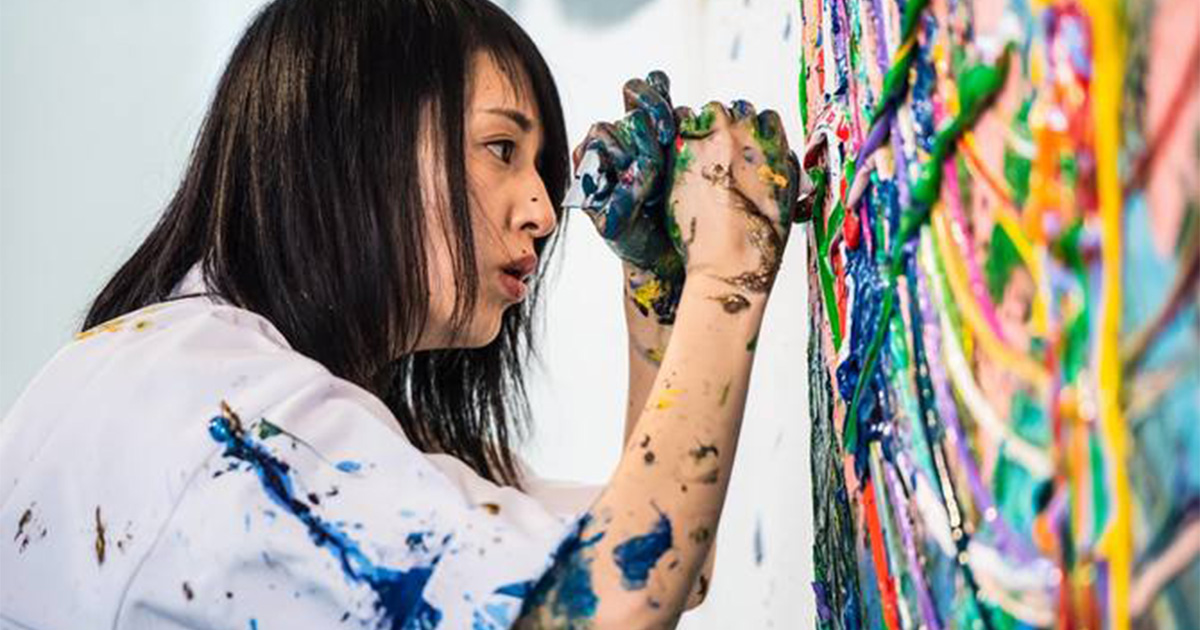 大注目の現代アーティスト・小松美羽の人生を変えた「一編の詩」
