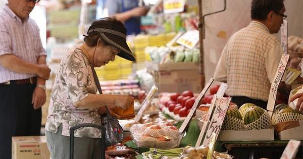 8月長雨が消費に悪影響、生鮮品値上がりで支出抑制