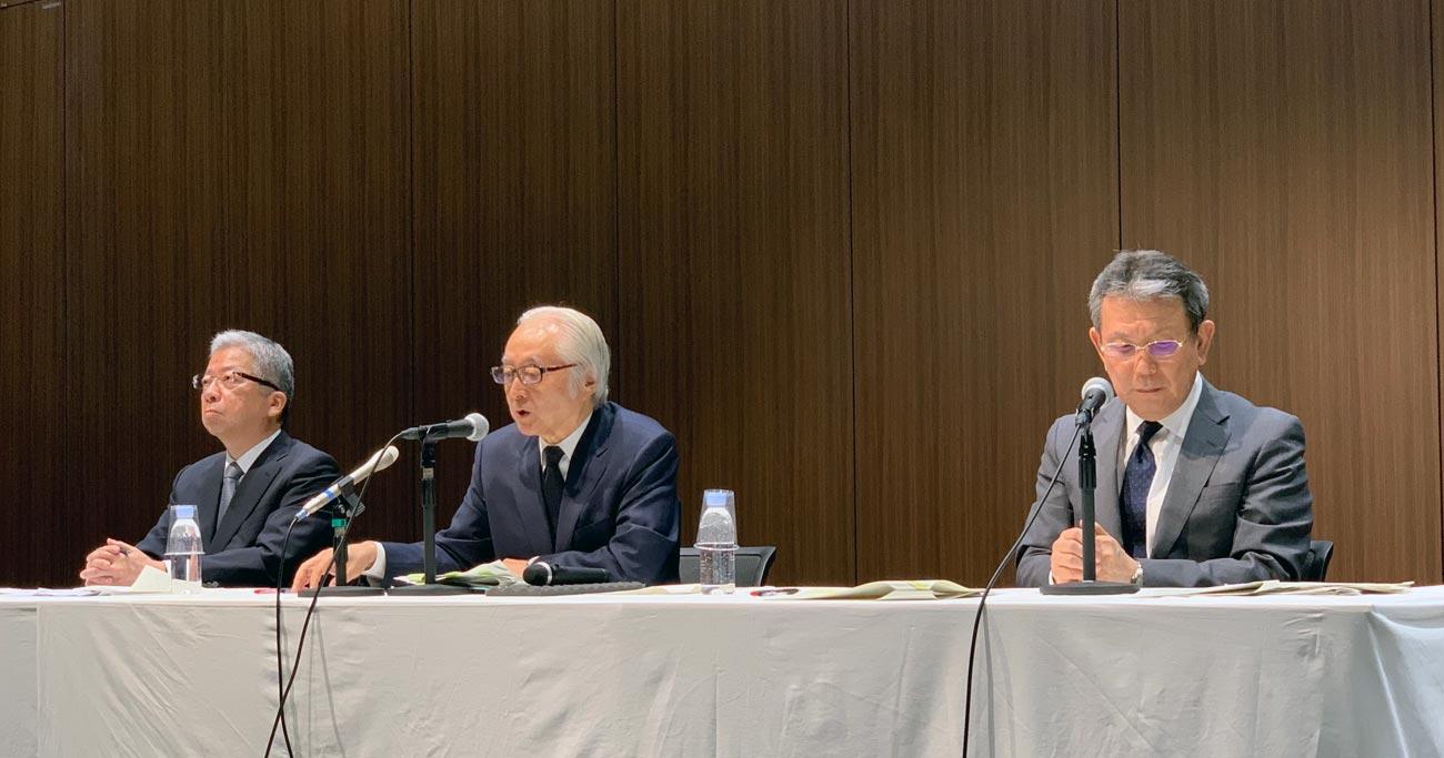 記者会見で辞任をきっぱり否定した日本郵政の首脳陣 Photo by Masaki Nakamura