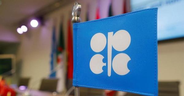 石油在庫ついに減少へ、OPEC減産が実を結ぶ