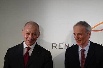 ルノーのスナール会長(右)とボロレCEO(最高経営責任者)