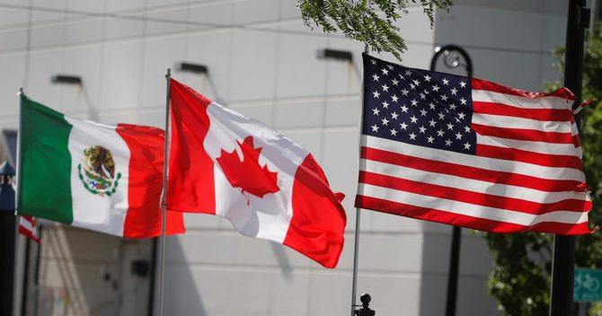 米国、カナダ、メキシコの3ヵ国の国旗