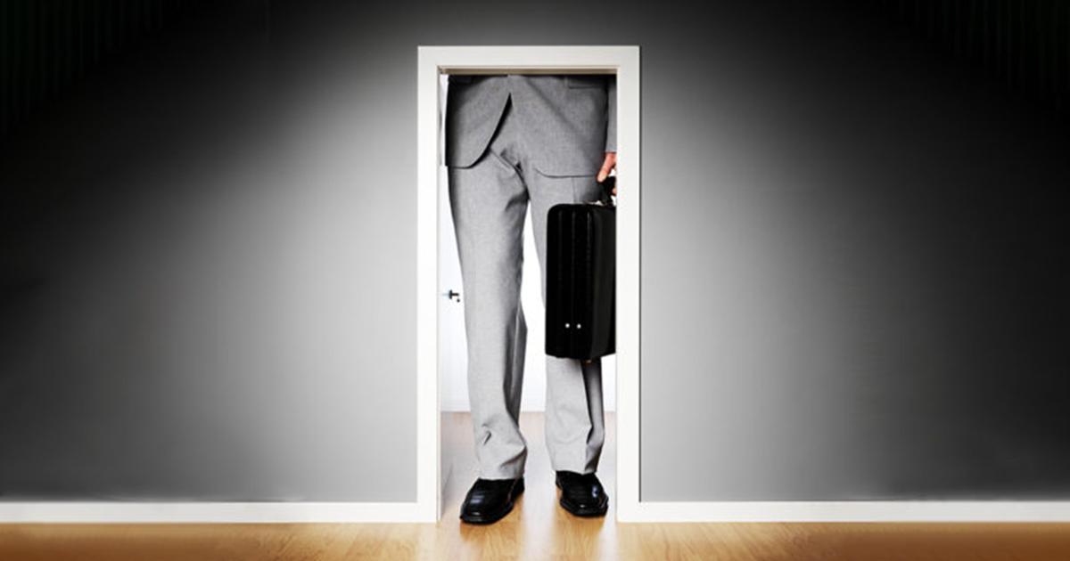 再就職者は以前よりも低いレベルの仕事に就くべきか