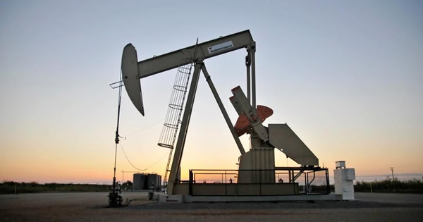 ドル/円にかかる「油圧」、原油安が円高リスクを意識