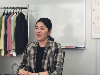 シニア女性向けのヒット商品を開発する浅野さん