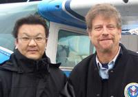 コロンビア・ビジネス・スクールのエリ・ノーム教授(右)と筆者