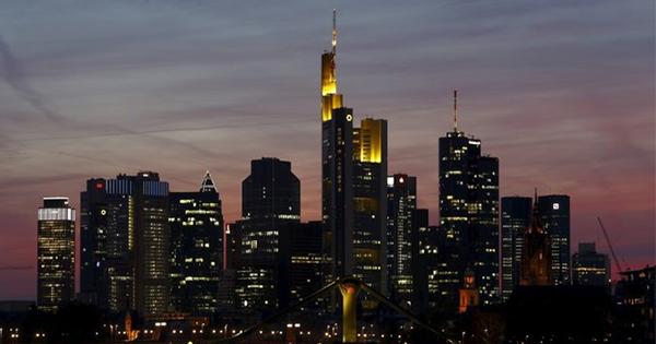 出遅れる欧州銀行株、買いに逆風でも強気健在