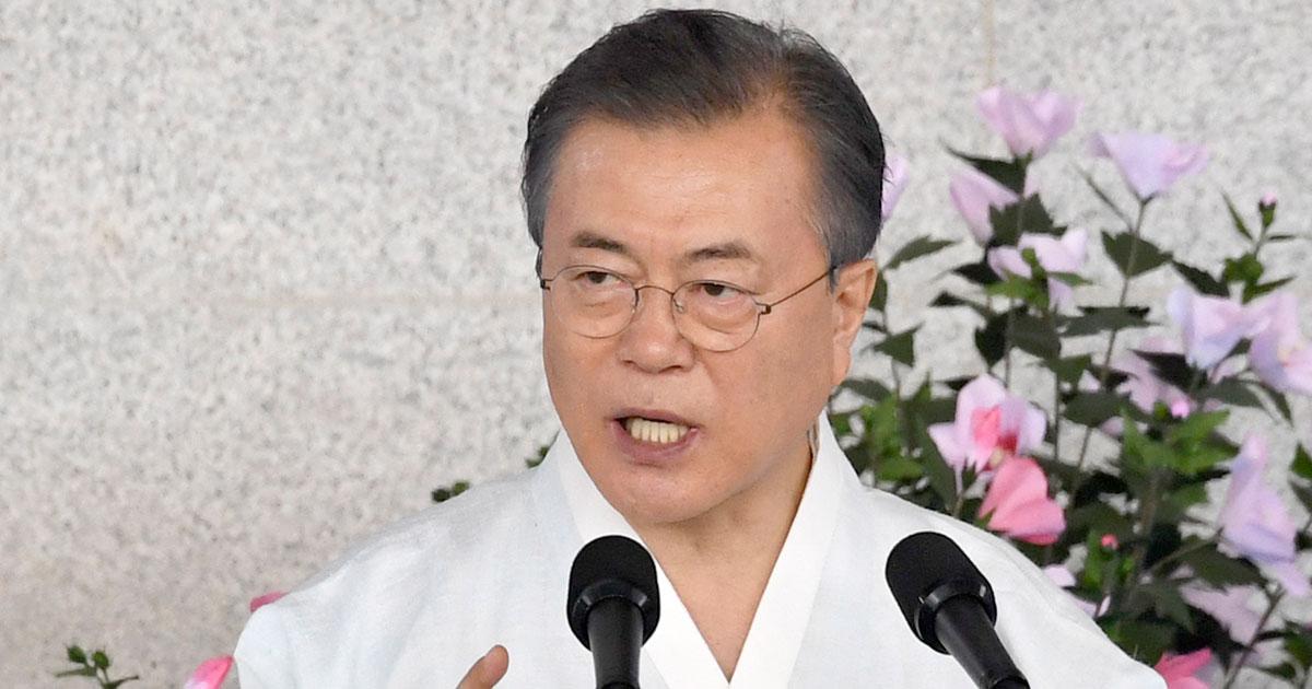 韓国・文大統領、側近スキャンダルと外交「四面楚歌」で迎える正念場