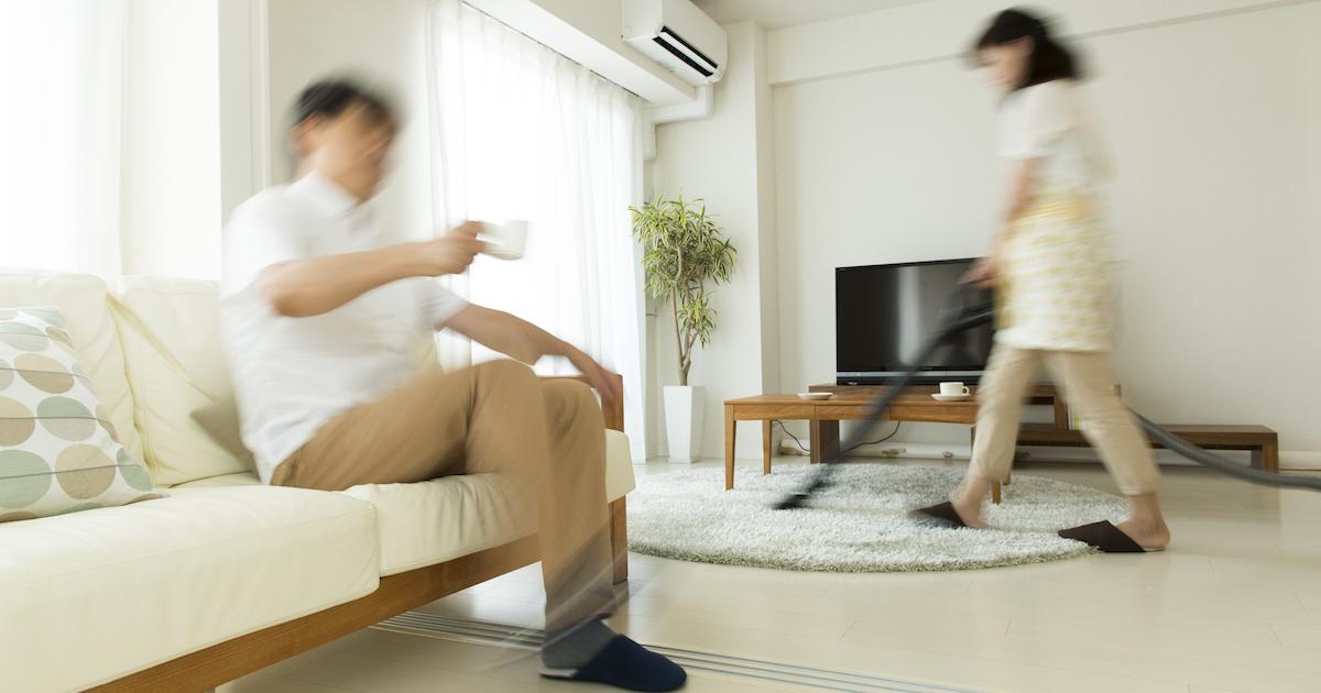 日本の夫婦の「稼ぎと家事」の分担は世界で最も特異だ