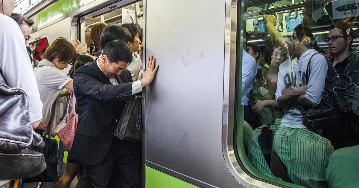 「台風休暇」導入を日本経済のためにも真剣に検討すべきだ