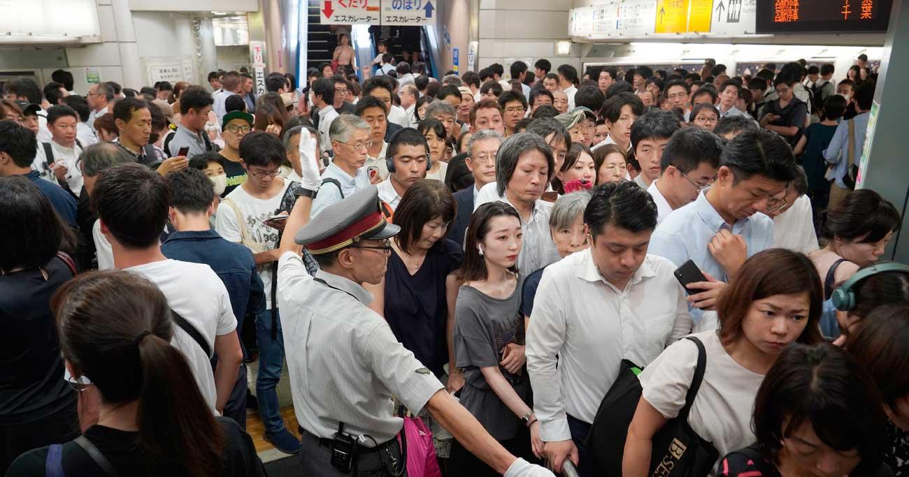 台風で駅に乗客殺到の大混乱、鉄道計画運休の弱点は「運転再開」だ