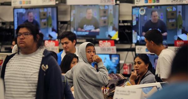 移民政策恐れ外出控えるヒスパニック、米小売りに影