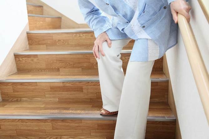 加齢とともに現れるひざの痛み