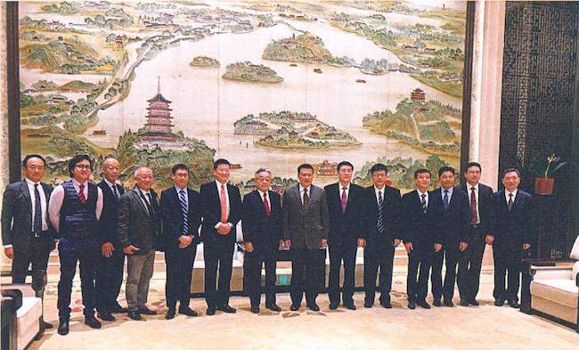 JDIとINCJの幹部の中国浙江省を訪問時の集合写真