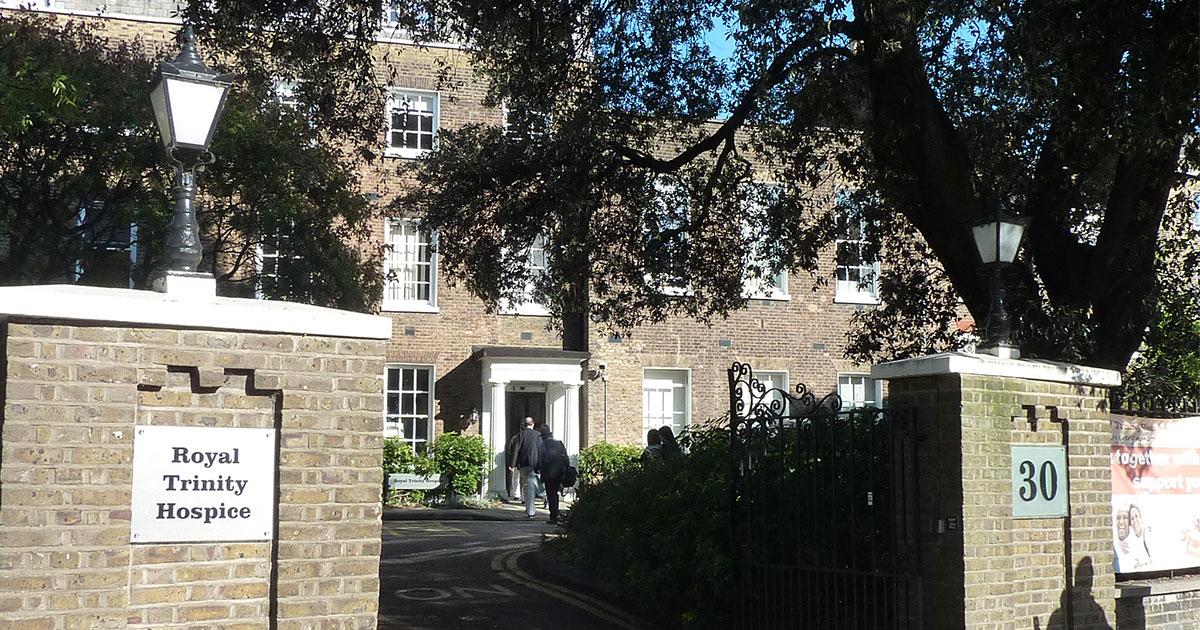 高齢者施設がホスピス化し、ホスピスが認知症ケアを始めた英国の事情