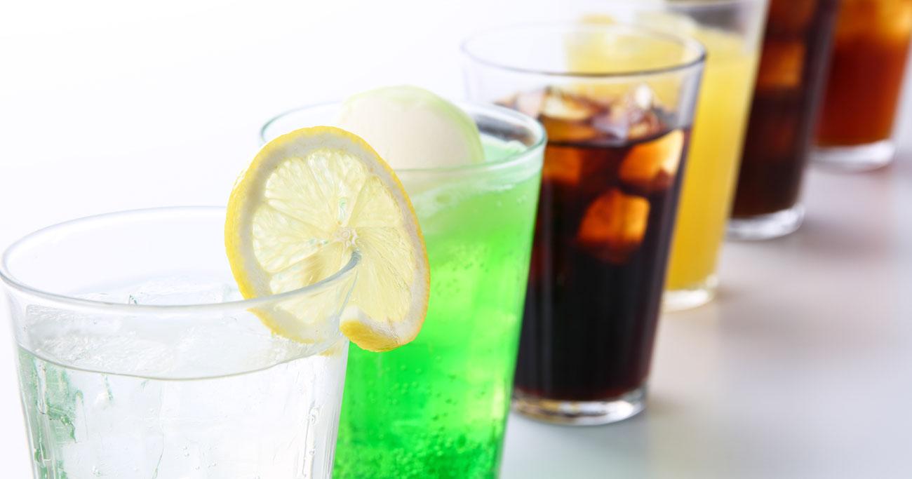 1日2杯以上の炭酸飲料で死亡リスク上昇?大腸がん、心疾患…