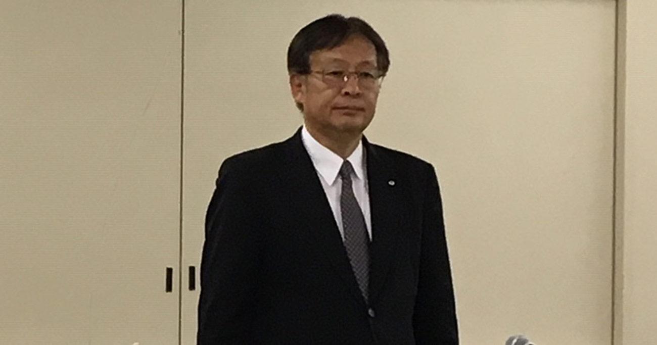 5月20日、新たに社長に就任した杉田理之氏。粉飾決算疑惑を問い詰める記者たちを前に「当社としては正常な