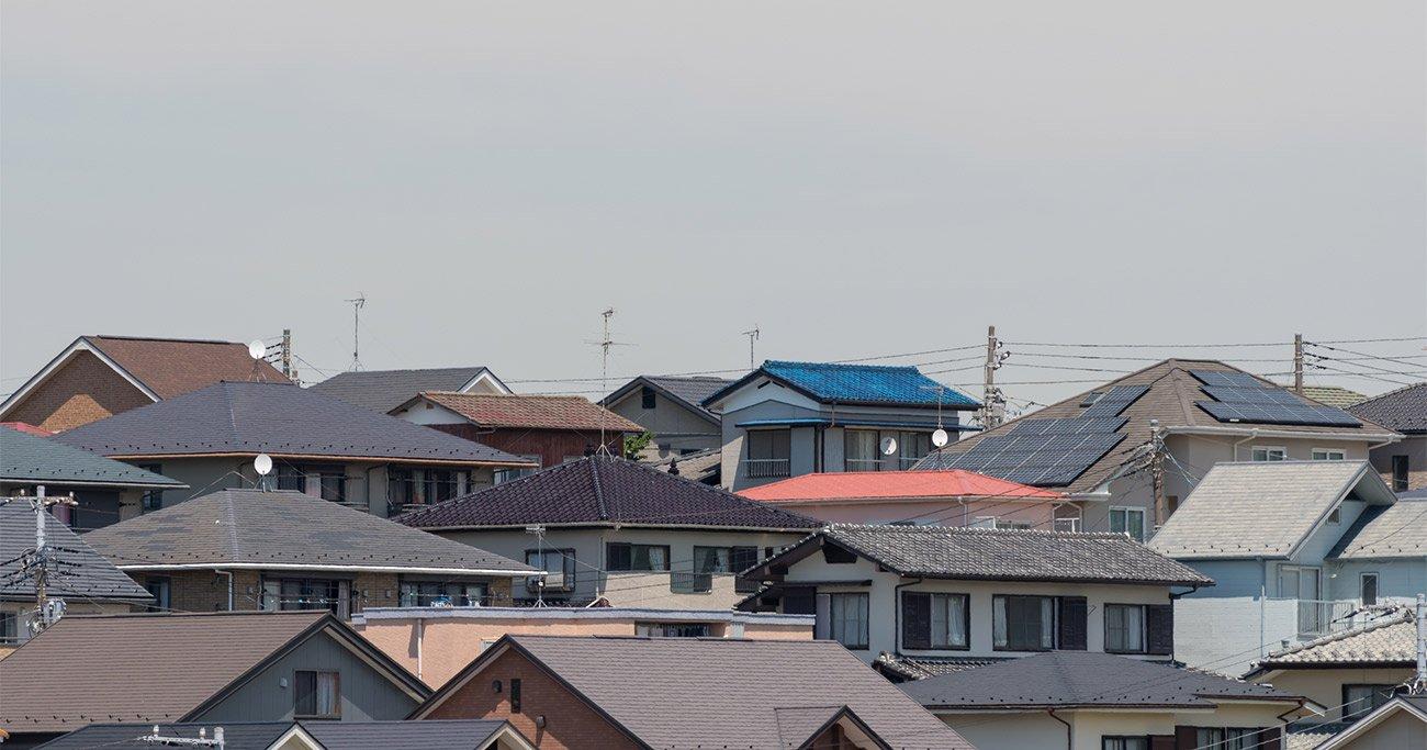 太陽光発電協会のスローガンは「ニッポンのすべての屋根に太陽光発電を!」だが、普及率はまだ低い Photo: