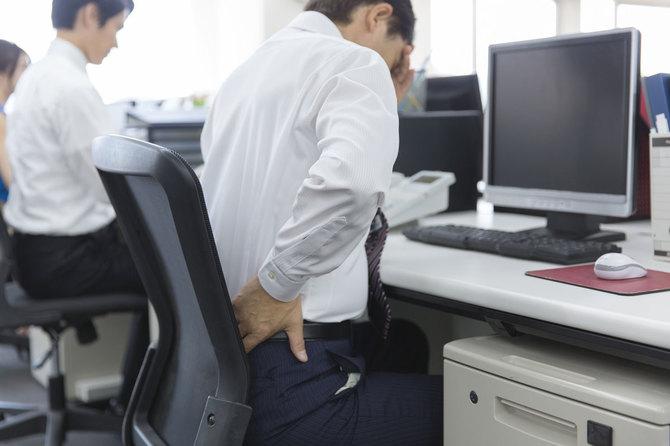 慢性腰痛で「ヘルニア、狭窄が原因」と言われたら医師を疑うべき?